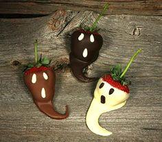 DIY Ghost Fruit for Halloween Healthy snack Cute Halloween Food, Halloween Mignon, Healthy Halloween, Halloween Goodies, Holidays Halloween, Spooky Halloween, Halloween Treats, Halloween Party, Halloween Chocolate