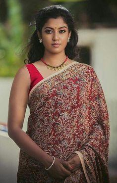 Exclusive stunning photos of beautiful Indian models and actresses in saree. Beautiful Girl Indian, Most Beautiful Indian Actress, Beautiful Saree, Gorgeous Women, Beautiful Outfits, Beautiful Gorgeous, Beautiful Actresses, South Indian Actress Hot, South Actress