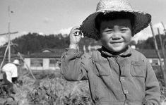 麦わら帽の少年1 :  a kid with a straw hat, Japan