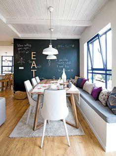 מתכון אמריקאי: הבית שעושה חשק להתחיל לחשוב באנגלית   בניין ודיור Dining Area, Dining Rooms, Store Design, Sweet Home, House Design, Interior Design, Cool Stuff, House Styles, Table