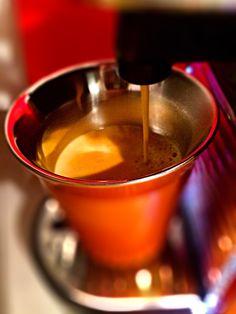 Guten Morgen…wenn dich die innere Uhr mal wieder aus den Federn holt, ein #Arpeggio #Kaffee von @Nespresso macht den Morgen zu Gold