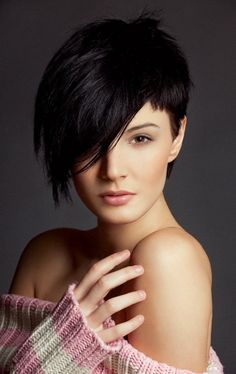 Pixie cut with beautiful side swept fringe. Need to remember this for when I grow mine out