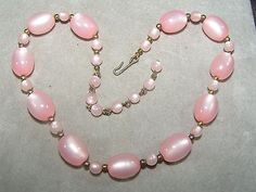 VINTAGE-CLASSIC-BABY-PINK-COLOR-THERMOSET-NECKLACE