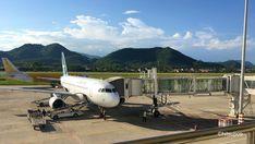 2017年5月に2泊3日旅した、ラオスの古都ルアンパバーン 。 今回は、その旅行に当時どのくらいの費用がかかったかをまとめていきたいと思います。 当時、私はシンガポールに1年ほど滞在しており、その滞在期間中の旅だったため Laos Travel, Aircraft, About Me Blog, Aviation, Planes, Airplane, Airplanes, Plane