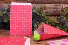 Χάρτινα Σακουλάκια PI4441-4  Χάρτινα σακουλάκια σε vintage ύφος, ιδανικά για το candy buffet. Γεμίστε τα σακουλάκια με γλυκά και δώρα για μικρούς και μεγάλους! Συνδυάστε τα σακουλάκια με αντίστοιχα καλαμάκια, χαρτοπετσέτες, καρτελάκια, πιατάκια και ποτηράκια για να δώσετε ένα ζωηρό και χαρούμενο ύφος στις εκδηλώσεις σας. Gift Wrapping, Gifts, Vintage, Gift Wrapping Paper, Presents, Wrapping Gifts, Gift Packaging, Vintage Comics, Gifs