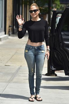 Jennifer Lopez was the epitome of casual chic in jeans, a cropped black tee and matching demure cat-eye sunnies! Love this stylish, yet chill, look! Mode Outfits, Jean Outfits, Casual Outfits, Fashion Outfits, Womens Fashion, Jeans Fashion, Casual Pants, Instagram Outfits, Jlo Style
