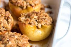 Easy Baked Cinnamon Apples Cinnamon baked apples recipe with oats, brown sugar and lots of cinnamon is easy enough for tonight, but doubles as the perfect dessert for friends and family. Easy Baked Apples, Baked Cinnamon Apples, Fried Apples, Roasted Apples, Apple Crisp Easy, Apple Crisp Recipes, Quick Apple Dessert, Apple Desserts, Breakfast Recipes
