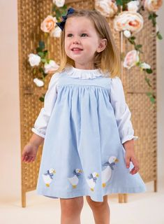 Shop Trotters Little Jemima Smocked Pinafore in Blue. A Baby Girls' pinafore with Duck appliqué. Discover our Baby Girls' Dress range online from Trotters. Smocked Baby Clothes, Girls Smocked Dresses, Little Girl Dresses, Flower Girl Dresses, Smocking Baby, Baby Embroidery, Kids Fashion, Fashion Fashion, Kids Outfits
