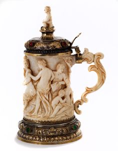Small ivory tankard, 19th century. German Beer Steins, Decanter, Sculpture Art, 19th Century, Drinking, Objects, Carving, Beautiful, Antiques