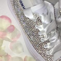 - All Star Custom Diamond Converse - Schuhe Bride Converse, Sparkly Converse, Rhinestone Converse, Converse Wedding Shoes, Wedding Sneakers, Sparkly Shoes, Prom Shoes, Bedazzled Shoes, Bling Shoes