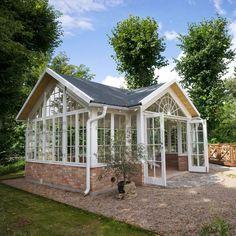 Aluminium and Wooden Greenhouses – Greenhouse Design Ideas Backyard Greenhouse, Greenhouse Plans, Dream Garden, Home And Garden, Wooden Greenhouses, Green House Design, Garden Structures, Glass House, Garden Inspiration