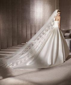 Pronovias presents the Georgia wedding dress. Glamour 2013. | Pronovias
