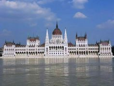 Discover the world through photos. Budapest Hungary, Louvre, Legends, Traveling, Pictures, Country, Architecture, Nice Asses, Viajes