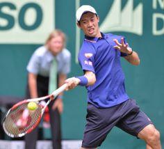 男子テニス、ゲリー・ウェバー・オープン(Gerry Weber Open 2014)シングルス2回戦。リターンを打つ錦織圭(Kei Nishikori、2013年6月11日撮影)。(c)AFP=時事/AFPBB News