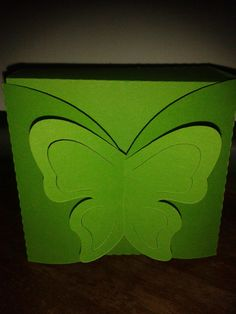 Pop out butterfly closure box