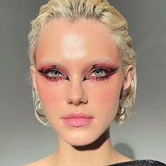 90s Makeup, Edgy Makeup, Makeup Eye Looks, Cute Makeup, Eyeshadow Looks, Eyeshadow Makeup, Makeup Inspo, Makeup Inspiration, Cute Canvas Paintings