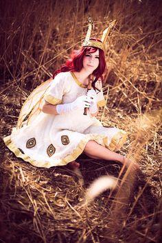 Another wonderfull cosplay of #ChildOfLight ! This one was made by Yuuser. Go see her Deviantart here >> http://yuuser.deviantart.com/