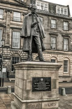 Holmes statue, Edinburgh ~ located near to the birthplace and childhood home of Arthur Conan Doyle. Colin Myers PhotographySherlock Holmes statue, Edinburgh ~ located near to the birthplace and childhood home of Arthur Conan Doyle. Edinburgh Travel, Scotland Travel, Scotland Trip, Ireland Travel, Arthur Conan Doyle, Sir Arthur, Reisen In Europa, England And Scotland, Baker Street