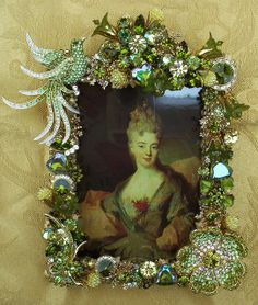 Mayra Shuman Olivine Lady - Shuman Designs Elegant 4 x 6 Custom Jeweled Frame. A gold frame consisting of vintage/new brooch pins, hand crafted lucite flowers and hand set Jewelry Frames, Jewelry Tree, Handmade Picture Frames, Vintage Jewelry Crafts, Frame Crafts, Button Art, Felt Brooch, Brooch Pin, Hermes Scarves