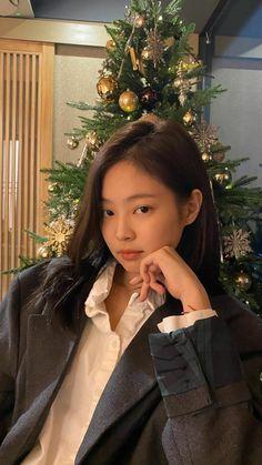 Blackpink Jennie, Iphone Wallpaper Vintage Hipster, Kim Makeup, Blackpink Video, Black Pink Kpop, Kim Jisoo, Blackpink Photos, Blackpink Fashion, Korean Girl Groups