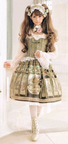 Classic Lolita - Love this dress, but I also love very much her beautiful long hair !!! (Chloe Sissi)