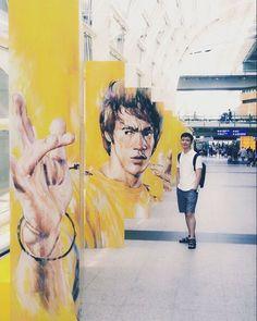 Instagram의 KANG C.G님: #홍콩공항 #이소룡 과 함께 #여행 도 #휴가 도 끝 가족끼리 함께 여행한다는게 쉽지않지만 할 수 있을때 함께해야지. 내년에 그리고 내후년에도 쭉 #홍콩 #hongkong