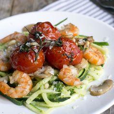 Courgetti with prawns- BrendaKookt. Spiralizer Recipes, Pasta Recipes, Bon Ap, Superfood Salad, Vegetarian Recipes, Healthy Recipes, Evening Meals, Skinny Recipes, Perfect Food
