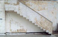 Paul Poiret - Villa de Mézy-sur-Seine - Tombée dans l'oubli et en triste état, la Villa a été abandonnée en 1985, rachetée en 1999 et restaurée en 2007 comme Robert Mallet Stevens l'avait conçue.
