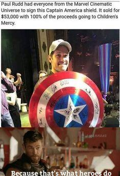 Paul Rudd with Captain America shield signed by avengers cast. Funny Marvel Memes, Dc Memes, Marvel Jokes, Marvel Dc Comics, Marvel Heroes, Thor Marvel, The Avengers, Avengers Memes, Marvel Universe