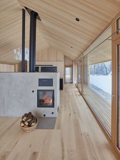 Architektur Haus am Eulenwald Modern Cabin Interior, Modern Cabin Decor, House Cladding, Casa Patio, Tiny House Cabin, Cabin Interiors, Scandinavian Home, House In The Woods, Model Homes