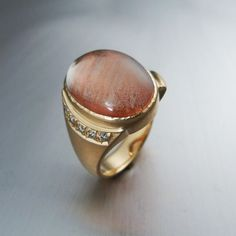 Custom Cut Oregon Sunstone Cabochon Ring featuring the Schiller effect. Schiller refers to the visible presence of copper platelets within the gemstone, not all Oregon Sunstones display Schiller, making this gem a unique find.