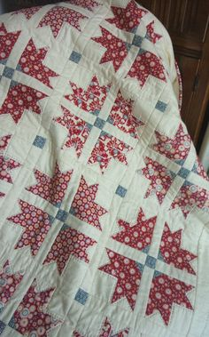 Cross & Crown Quilt in Tilda Candy Bloom fabric @ UK City Crafter - FREE…