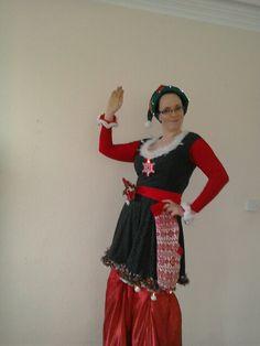 Christmas Elf stilt walker - Statuesque Physical Arts