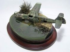 Me Bf 109 crashed Military Diorama, Military Art, Ww2 Planes, Military Modelling, Model Airplanes, Toy Soldiers, Model Building, Model Mayhem, Plastic Models