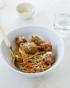 Meatballs & Spaghetti Michelle Bridges - 287 Cal per serve Healthy Mummy, Healthy Menu, Healthy Eating Recipes, Low Calorie Recipes, Healthy Cooking, Cooking Recipes, Meal Recipes, Cooking Time, Delicious Recipes
