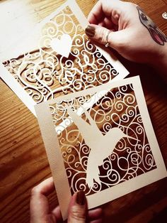 Crafting with paper is a different level of amusement altogether. Simple Paper Cutting Art and Craft Designs can help your child hone his creativity. Art And Craft Design, Design Crafts, Diy Design, Paper Cutting Templates, Templates Free, Paper Art, Paper Crafts, Project Life Scrapbook, Paper Cut Design