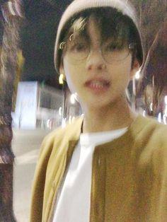 [vhope] a story about hoseok finding taehyung's kik. taehyung gets p… # Фанфик # amreading # books # wattpad Taehyung Selca, Bts Selca, Suga Rap, Bts Bangtan Boy, Daegu, Foto Bts, Bts Photo, Photo Dump, Taekook