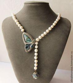 Жемчужные бусы с мотыльком Indian sapphire - серый,. Bead Jewellery, Pearl Jewelry, Bridal Jewelry, Beaded Jewelry, Jewelry Necklaces, Jewelry Crafts, Jewelry Art, Jewelry Design, Diy Necklace