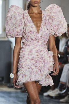 valii spring 2020 rtw -Giambattista valii spring 2020 rtw - Aprenda fazer um laço fácil Giambattista Valli Spring 2020 Ready-to-Wear Collection - Vogue ETRO - dress - Patterned Plissé Georgette Dress Luxe Bias Frill Wrap Dress 2020 Fashion Trends, Fashion 2020, Runway Fashion, High Fashion, Fashion Show, Fashion Outfits, Fashion Design, Couture Fashion, Fashion Beauty
