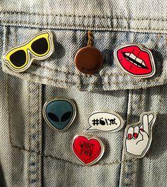 O bottons e patches, que foram trend entre as décadas de 80 e 90, voltaram de vez! Customize e crie uma identidade única para cada peça de roupa e acessórios, deixando-as muito mais divertidas e descoladas.