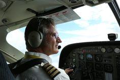 Det är du, piloten och möjligen någon mer ombord.
