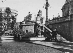 1936 - Praça Ramos de Azevedo. Foto tirada a partir de seus jardins, no alto a direita parte do Teatro Municipal. A esquerda parte do prédio Alexandre Mackenzie.