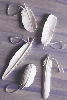 elletrois:    d-diaphanous:    DIY- Clay Feathers    Must. Make. These.