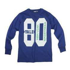 Maglia manica lunga ragazzo, inserti elasticizzati, stampe al centro Composizione: cotone inerlock 100% cotone - Colore: blu Yale - Collezione Autunno/Inverno