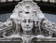 Belle Epoque Queen - Cogels-Osylei, Antwerp. Photo by Eddy Van 3000 | Flickr