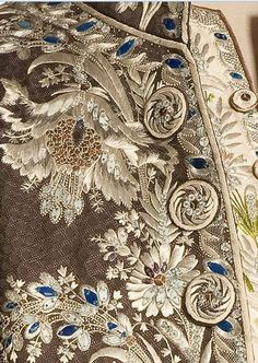Detail French man's suit, Male Peacocks of the and Centuries Couture Embroidery, Gold Embroidery, Embroidery Patterns, Crazy Quilting, Historical Costume, Historical Clothing, 18th Century Fashion, Lesage, Gold Work
