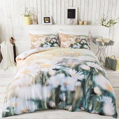 Lazy Daisy duvet cover with stunning photographic 3D images of a daisy field. Perfect reversible bedding for girls from Catherine Lansfield.