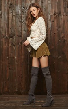 Shop for Stuart Weitzman Highland Boot in Londra at REVOLVE. Free day shipping and returns, 30 day price match guarantee. Stuart Weitzman, Casual Skirt Outfits, Hot Outfits, Sexy Boots, High Boots, Knee Boots, Sexy Stiefel, Over The Knee Boot Outfit, Girls In Mini Skirts