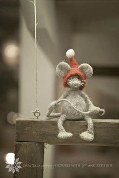Needle Felted Mouse - Christmas Felt Mouse With A Red Hat - Santa Elf - Mouse Elf - Christmas Elf - Art Doll - Christmas Home Decor - Her Crochet Felt Christmas, Christmas Time, Christmas Crafts, Needle Felted Animals, Felt Animals, Wet Felting, Needle Felting, Felt Mouse, Cute Mouse