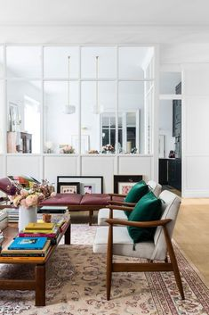 Open glass room divider and white walls in a bright, eclectic living room. Salon of Morgane Sézalory, photo by Romain Ricard Eclectic Living Room, Living Room Kitchen, Living Room Interior, Interior Design Kitchen, Living Room Designs, Living Room Decor, Living Rooms, Living Area, Decor Room